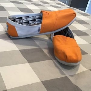Toms Orange and White Flats 8.5